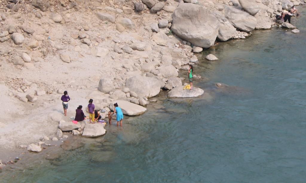 Und dort am Fluss hat man interessante Einblicke in das Leben der Menschen dort bekommen, die am Fluss sich und ihre Kleider gewaschen haben.