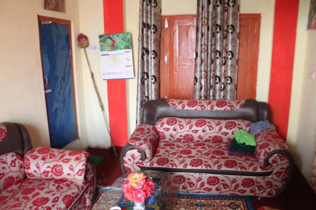 Das Wohnzimmer im ersten Stock, mit außerordentlich bequemen Sofas.