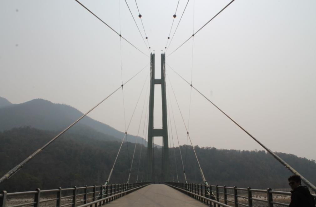 Cool sieht sie ja eigentlich schon aus, aber so sieht in Deutschland eben fast jede zweite Autobahnbrücke aus...
